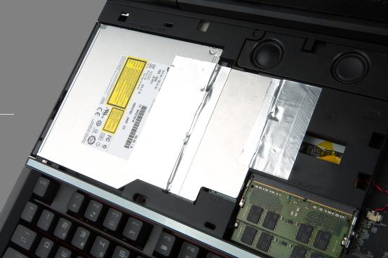 GT80S и его невероятно быстрое хранилище SuperRAID 4