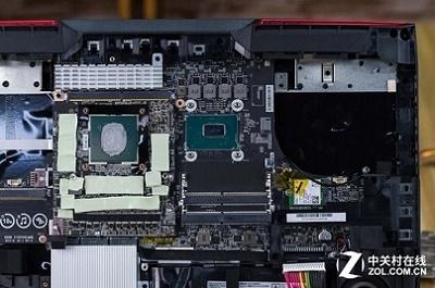 拆看4.8GHz微星怪兽本真容 i9 8950HK CPU图赏(转自中关村在线)